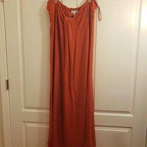 Dresses & Skirts - Strapless maxi dress GUC